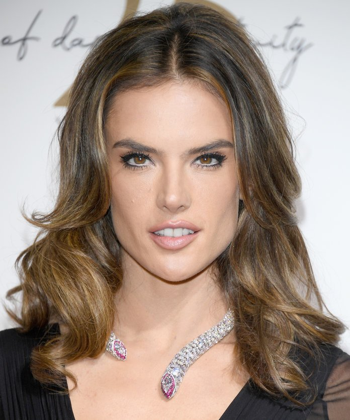 Alessandra Ambrosio You can also ask for all-over caramel highlights that go up to the root. Your inspiration? Alessandra Ambrosio.
