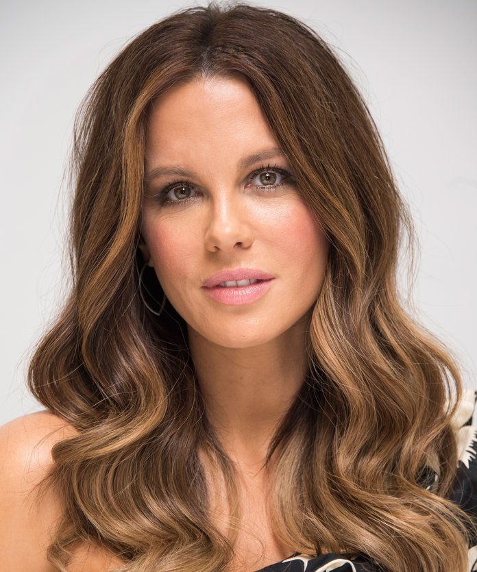 Kate Beckinsale Kate Beckinsale's highlights stand out even more when styled in loose, cascading waves.