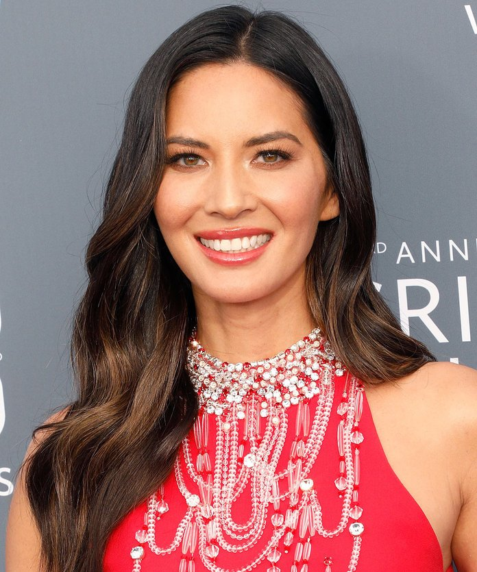 Olivia Munn Olivia Munn's sun-kissed highlights are really only visible from the middle to the tip of her hair.